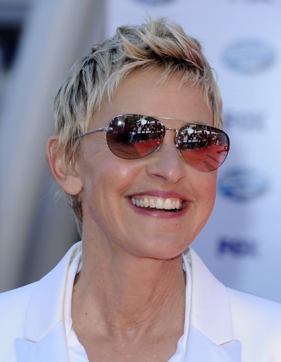 short HAIR STYLES for women over 50 try the new PIXIE - WEHOTFLASH